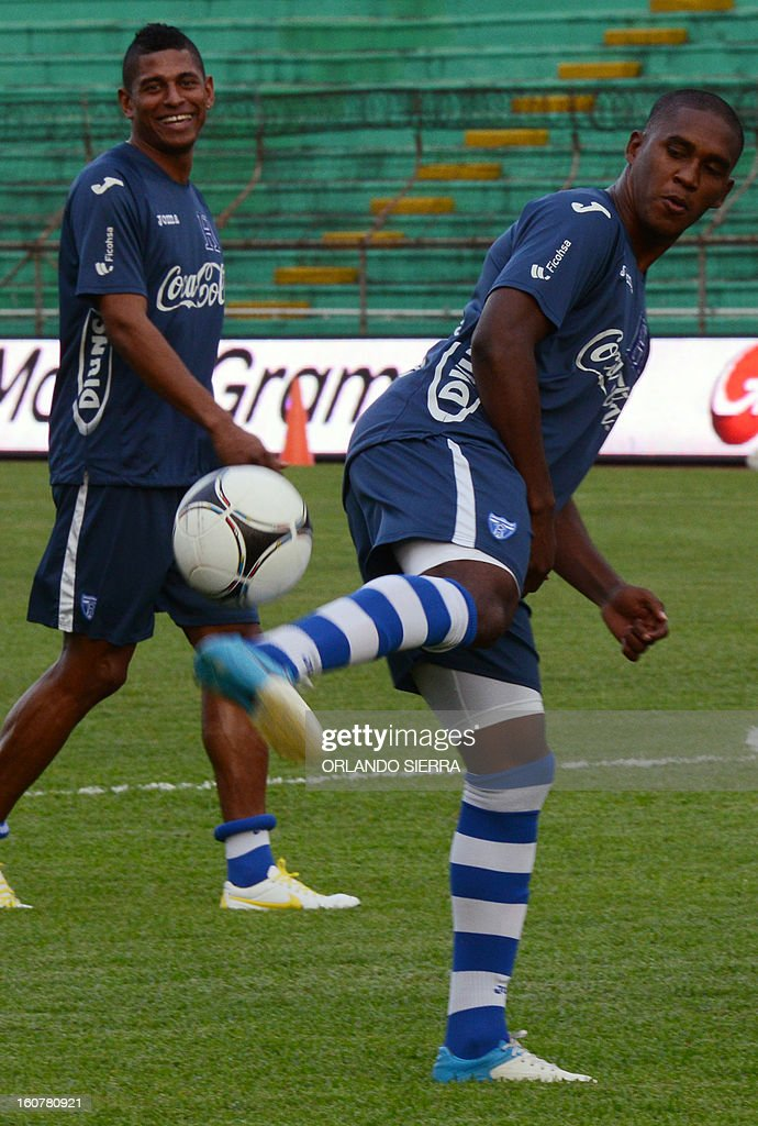 Honduran national footballer Bryan Beckeles plays with a ball during a training session, at the Olimpico Metropolitano stadium, in San Pedro Sula, 240 km north of Tegucigalpa, on February 5, 2013. Honduras will face the US on February 6 in a Brazil 2014 FIFA World Cup Concacaf qualifier football match. AFP PHOTO/Orlando SIERRA
