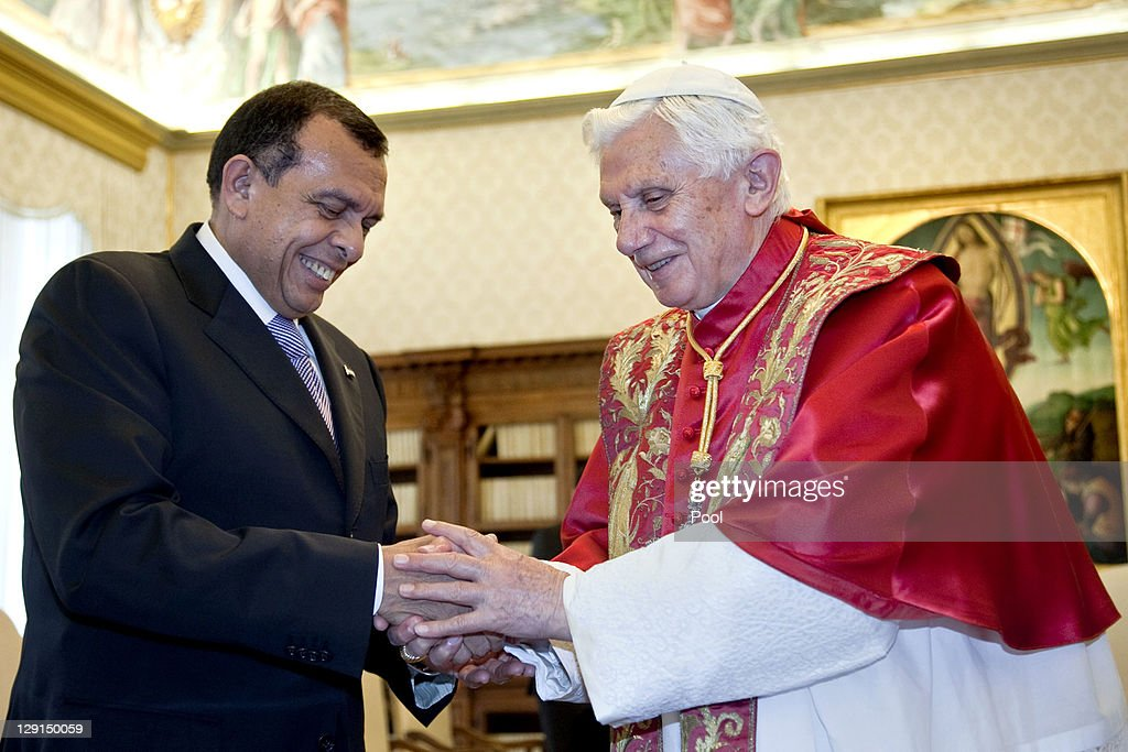 Honduran President Porfirio Lobo Sosa (L) shakes hands with Pope Benedict XVI (R) at his private library on October 13, 2011 in Vatican City the Vatican.