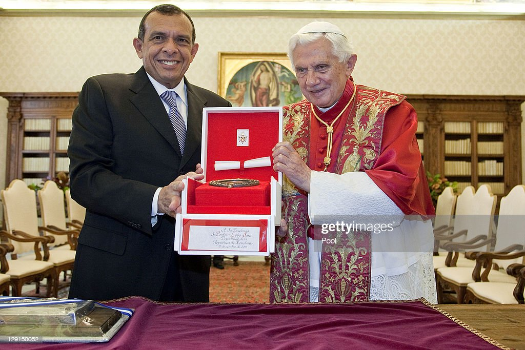 Honduran President Porfirio Lobo Sosa stands with Pope Benedict XVI at his private library on October 13 2011 in Vatican City the Vatican