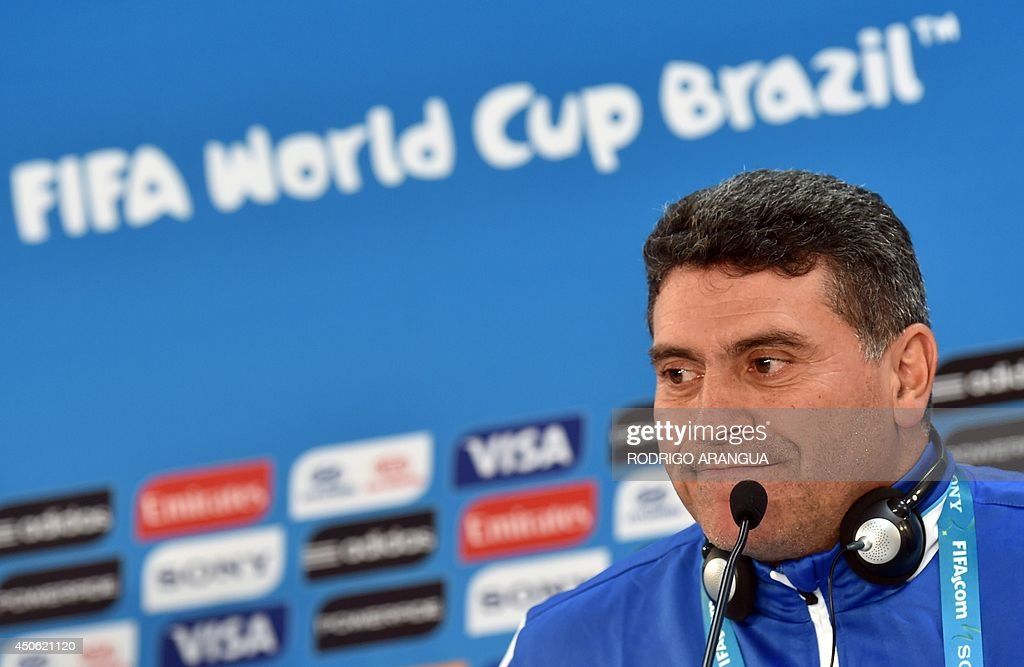 Honduras' Colombian coach Luis Suarez listens during a press conference at the Beira-Rio stadium, in Porto Alegre on June 14, 2014, on the eve of their group E FIFA World Cup football match against France. AFP PHOTO/ Rodrigo ARANGUA