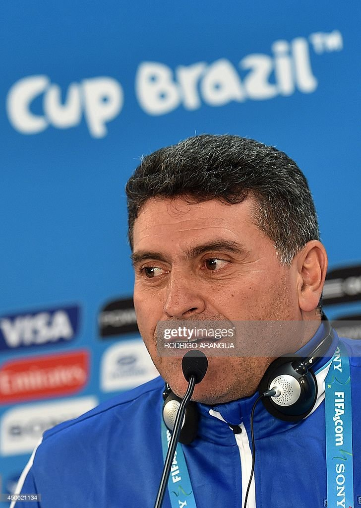Honduras' Colombian coach Luis Suarez speaks during a press conference at the Beira-Rio stadium, in Porto Alegre on June 14, 2014, on the eve of their group E FIFA World Cup football match against France. AFP PHOTO/ Rodrigo ARANGUA