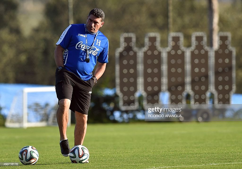 Honduras' Colombian coach Luis Suarez takes part in a training session in Porto Feliz, Brazil on June 16, 2014, during the 2014 FIFA Football World Cup tournament. AFP PHOTO / Rodrigo ARANGUA