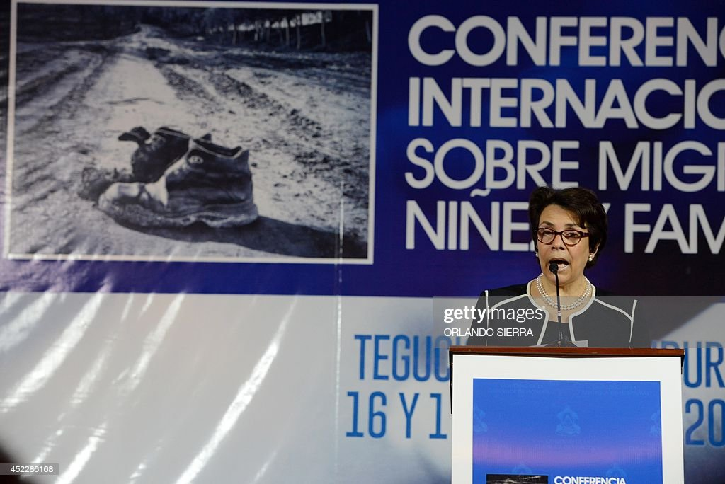 Honduras' Foreign Minister Mireya Aguero delivers the final report on the International Conference on Migration, Childhood and Family in Tegucigalpa on July 17, 2014. AFP PHOTO/Orlando SIERRA