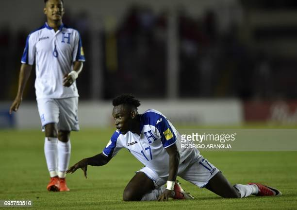 Honduras' forward Alberth Elis celebrates after scoring against Panama during a FIFA World Cup Russia 2018 Concacaf qualifier match in Panama City on...