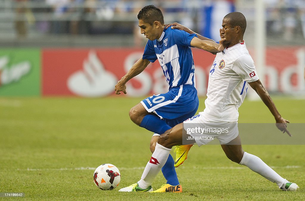 Honduras' Jorge Claros (L) vies with Costa Rica's Roy Miller (R) during a CONCACAF Gold Cup quarterfinal match in Baltimore on July 21, 2013.