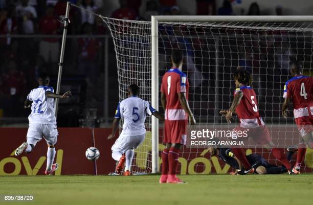 Honduras' midfielder Romell Quioto kicks to score a goal against Panama's goalkeeper Jaime Penedo during a FIFA World Cup Russia 2018 Concacaf...