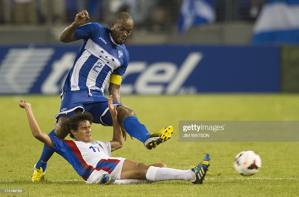 Honduras' Osman Chavez (L) vies with Costa Rica's Yeltsin Tejeda (C) during a CONCACAF Gold Cup quarterfinal match in Baltimore on July 21, 2013.