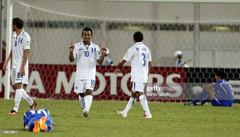 Honduras players celebrate after scoring against Uzbekistan during their FIFA U-17 World Cup UAE 2013 football match, on October 28, 2013, at the Sharjah Stadium in Sharjah. Honduras defeated Uzbekistan 1-0. AFP PHOTO/KARIM SAHIB