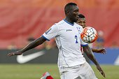 Honduras' Wilmer Crisanto traps the ball under pressure from Panama's Alberto Quintero during the CONCACAF Gold Cup match between Honduras and Panama...