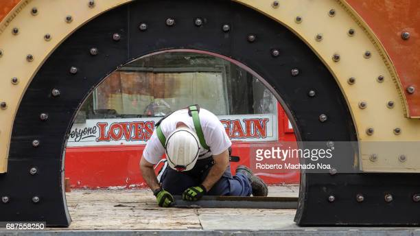 Honest Ed's store sign is removed by a Pattison Sign crew Worker measures a beam for securing the sign The traditional Toronto landmark and famous...