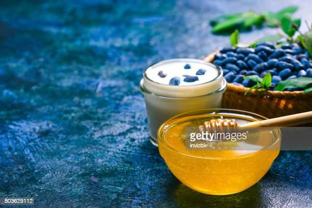 Honing, yoghurt en kamperfoelie