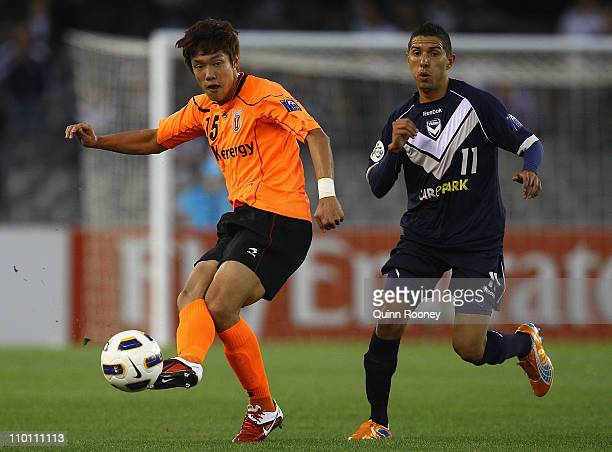 Hong Jeong Ho of Jeju passes the ball during the AFC Champions League Group E match between the Melbourne Victory and Jeju United at Etihad Stadium...