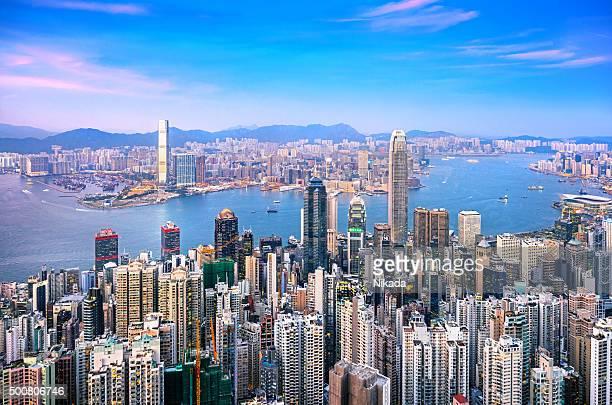 Hong Kong skyline in der Dämmerung
