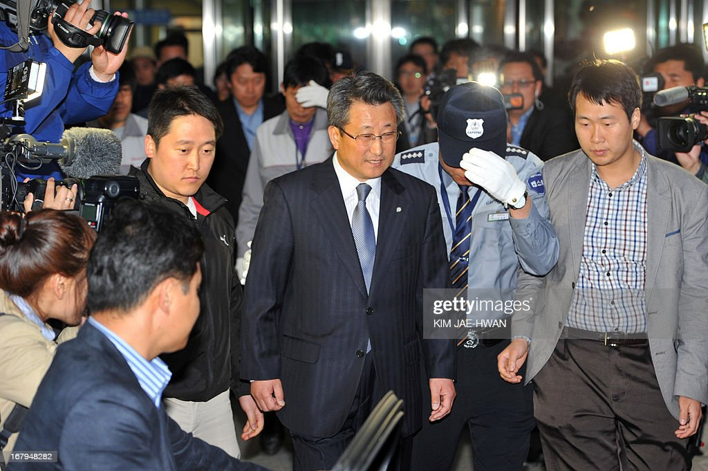 Hong Yang-Ho (C), head of the Kaesong Industrial District Management Committee, leaves a border check point in Paju on May 3, 2013, after days of talks with North Korean officials in the closed joint industrial zone. South Korea on May 3 withdrew its last remaining workers from the zone at risk of permanent closure due to soaring military tensions.