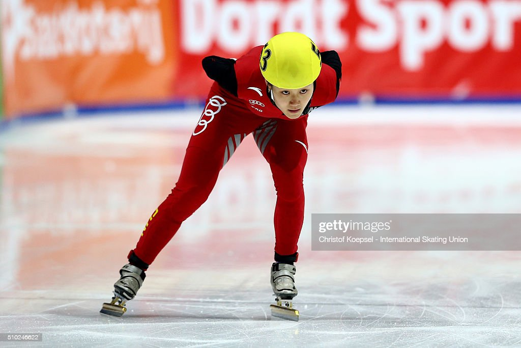 Hongshuang Li of China skates during the ladies 3000m relay final during Day 3 of ISU Short Track World Cup at Sportboulevard on February 14, 2016 in Dordrecht, Netherlands.