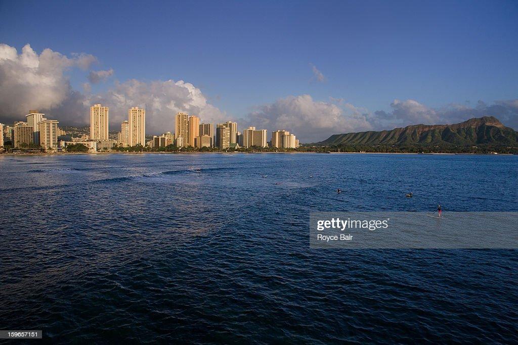 Honolulu skyline and Diamond Head : Stock Photo
