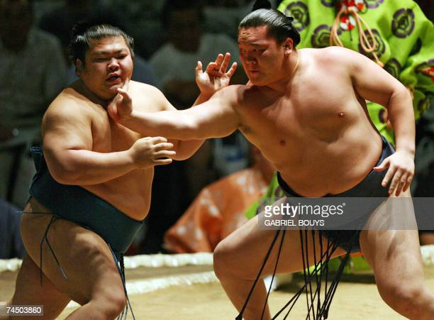 Grand champion or yokozuna Hakuho of Mongolia defeats Tamakasuga from Japan on the first day of the Grand Sumo Tournament in Hawaii 2007 at the Neil...