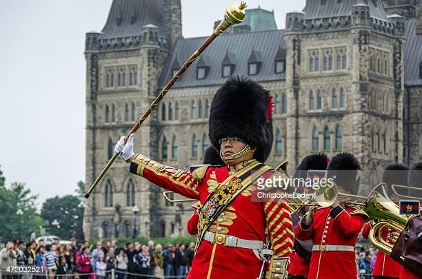 Guardia d'onore Banda che marcia al Parlamento di Canada