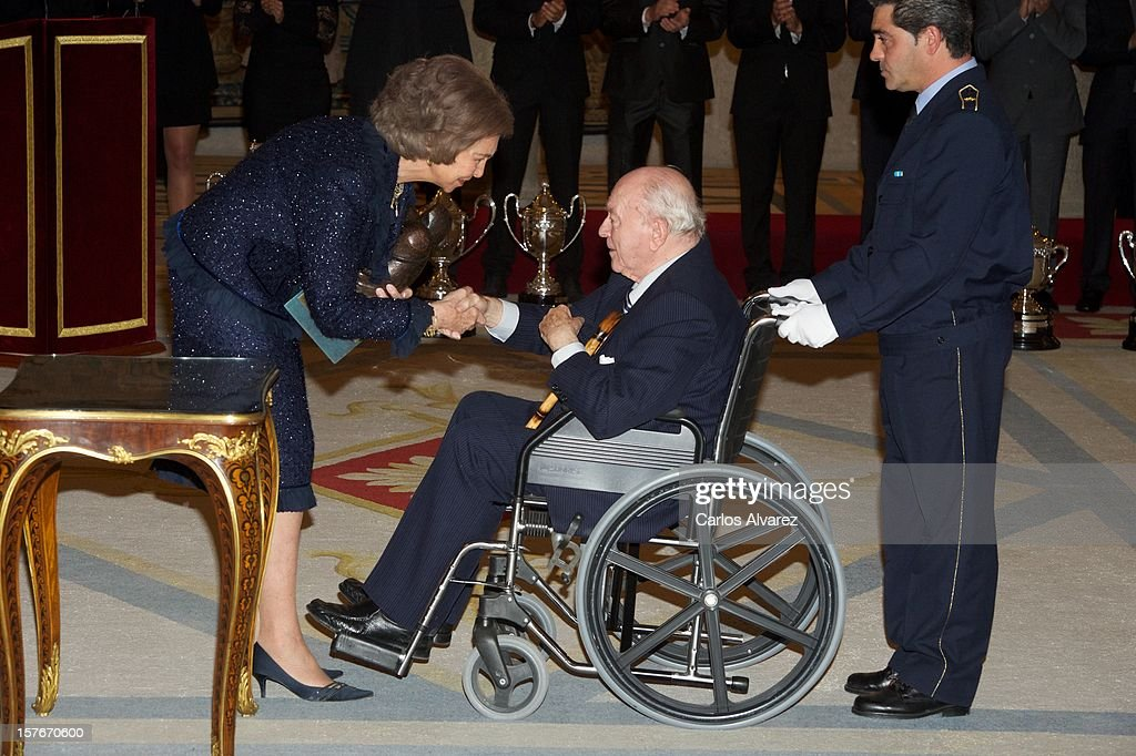 Honorary President of Real Madrid, Alfredo Di Stefano receives from Queen Sofia of Spain the Francisco Fernandez Ochoa National Prize during the National Sports Awards ceremony at El Pardo Palace on December 5, 2012 in Madrid, Spain.
