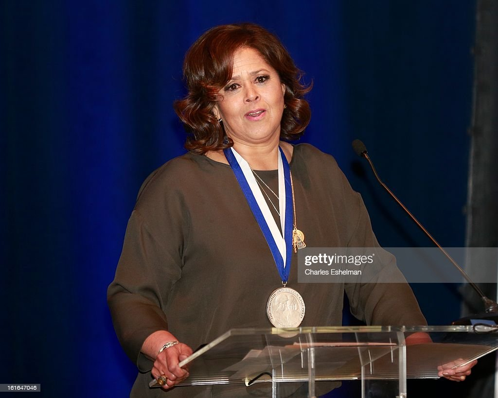 Honoree <a gi-track='captionPersonalityLinkClicked' href=/galleries/search?phrase=Anna+Deavere+Smith&family=editorial&specificpeople=234428 ng-click='$event.stopPropagation()'>Anna Deavere Smith</a> speaks at 19th Annual Dorothy And Lillian Gish Prize Ceremony at The Vista 1 Chase Manhattan Plaza on February 13, 2013 in New York City.