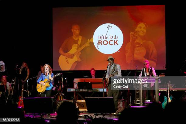 Honoree Bonnie Raitt and Keb' Mo' perform onstage during the Little Kids Rock Benefit 2017 at PlayStation Theater on October 18 2017 in New York City