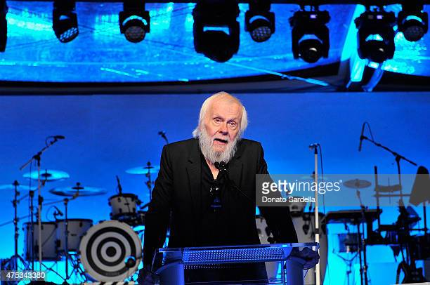 Honoree John Baldessari speaks onstage during the 2015 MOCA Gala presented by Louis Vuitton at The Geffen Contemporary at MOCA on May 30 2015 in Los...