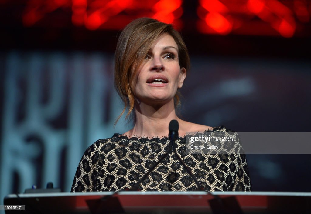 Honoree <a gi-track='captionPersonalityLinkClicked' href=/galleries/search?phrase=Julia+Roberts&family=editorial&specificpeople=202605 ng-click='$event.stopPropagation()'>Julia Roberts</a> accepts the Spotlight award onstage during the 25th annual Palm Springs International Film Festival awards gala at Palm Springs Convention Center on January 4, 2014 in Palm Springs, California.