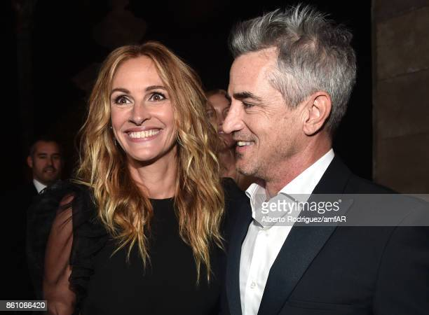 Honoree Julia Roberts and actor Dermot Mulroney attend the amfAR Gala Los Angeles 2017 at Ron Burkle's Green Acres Estate on October 13 2017 in...