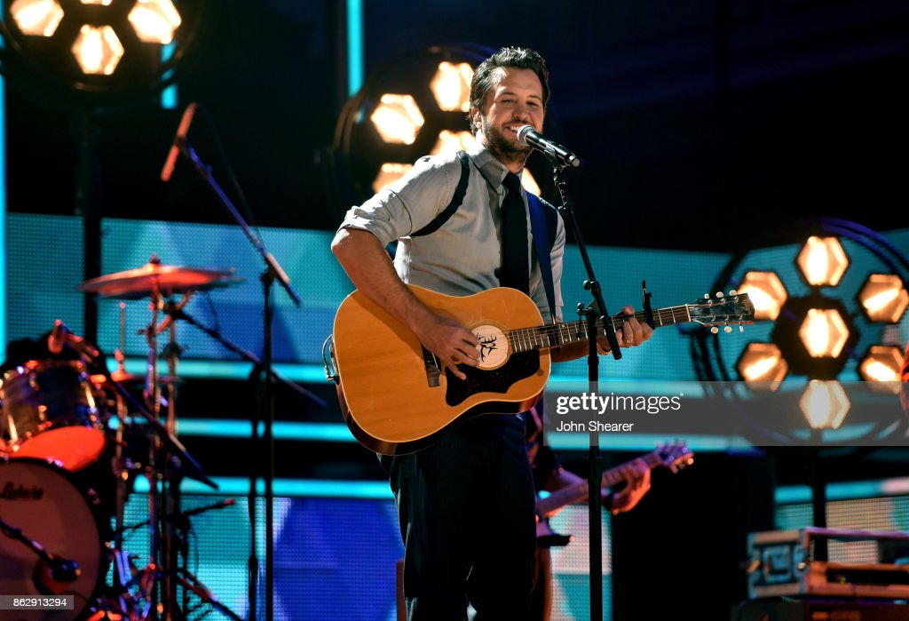 Honoree Luke Bryan performs onstage at the 2017 CMT Artists Of The Year on October 18, 2017 in Nashville, Tennessee.