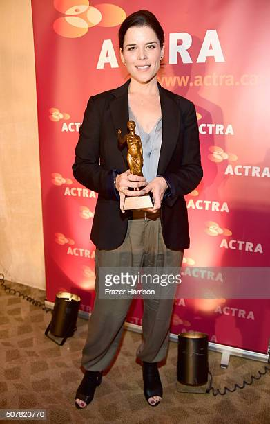 Honoree Neve Campbell attends the 2016 ACTRA National Award Of Excellence honoring Neve Campbell at The Beverly Hilton Hotel on January 31 2016 in...
