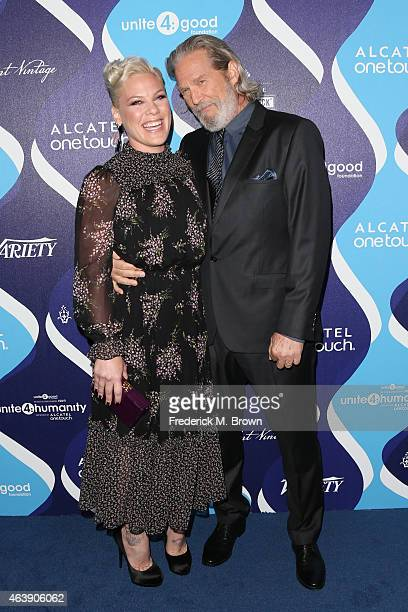 Honoree Pink and actor Jeff Bridges attend the 2nd Annual unite4humanity Presented By ALCATEL ONETOUCH at the Beverly Hilton Hotel on February 19...