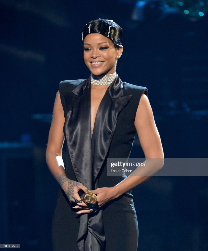 Honoree Rihanna performs ontage during the 2013 American Music Awards at Nokia Theatre L.A. Live on November 24, 2013 in Los Angeles, California.