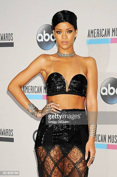 Honoree Rihanna recipient of the Icon Award and winner of the Favorite Female Artist Soul/RB award poses in the press room at the 2013 American Music...