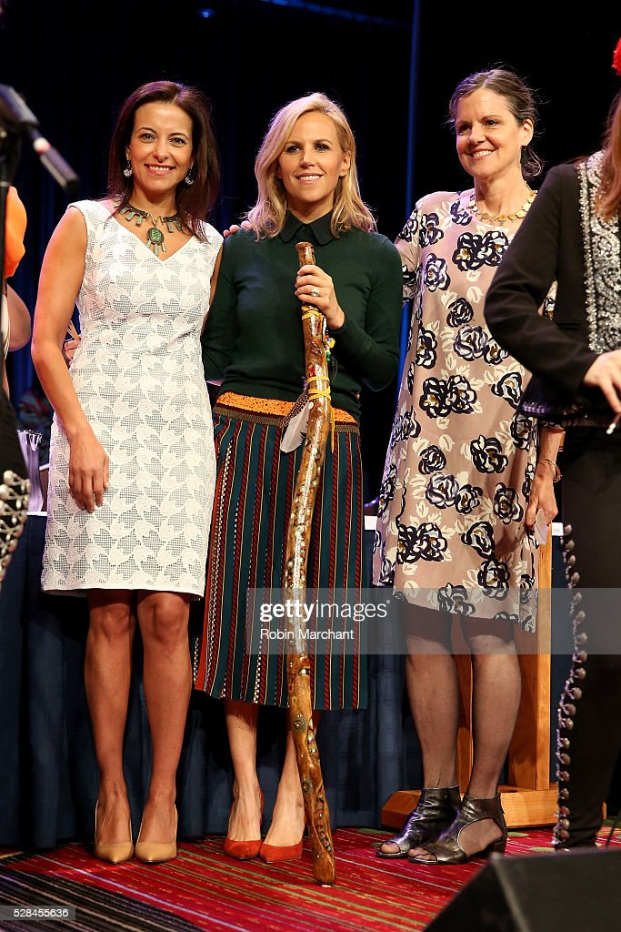 Honoree Tory Burch accepts award during The New York Women's Foundation's 2016 celebration womens breakfast on May 5, 2016 in New York City.