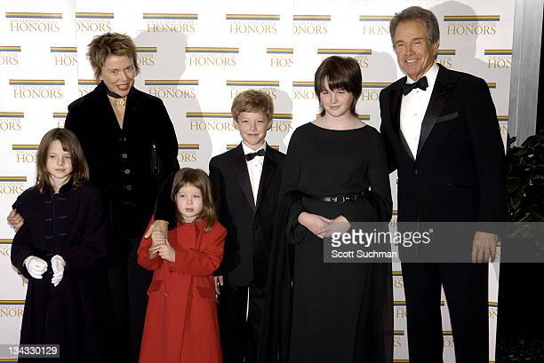 Honoree Warren Beatty arrives with wife Annette Bening and children Isabel Ella Corinne Benejamin and Kathlyn