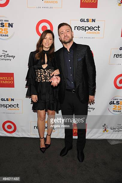 Honorees Jessica Biel and Justin Timberlake pose with the Inspiration Award at the 2015 GLSEN Respect Awards at the Beverly Wilshire Four Seasons...