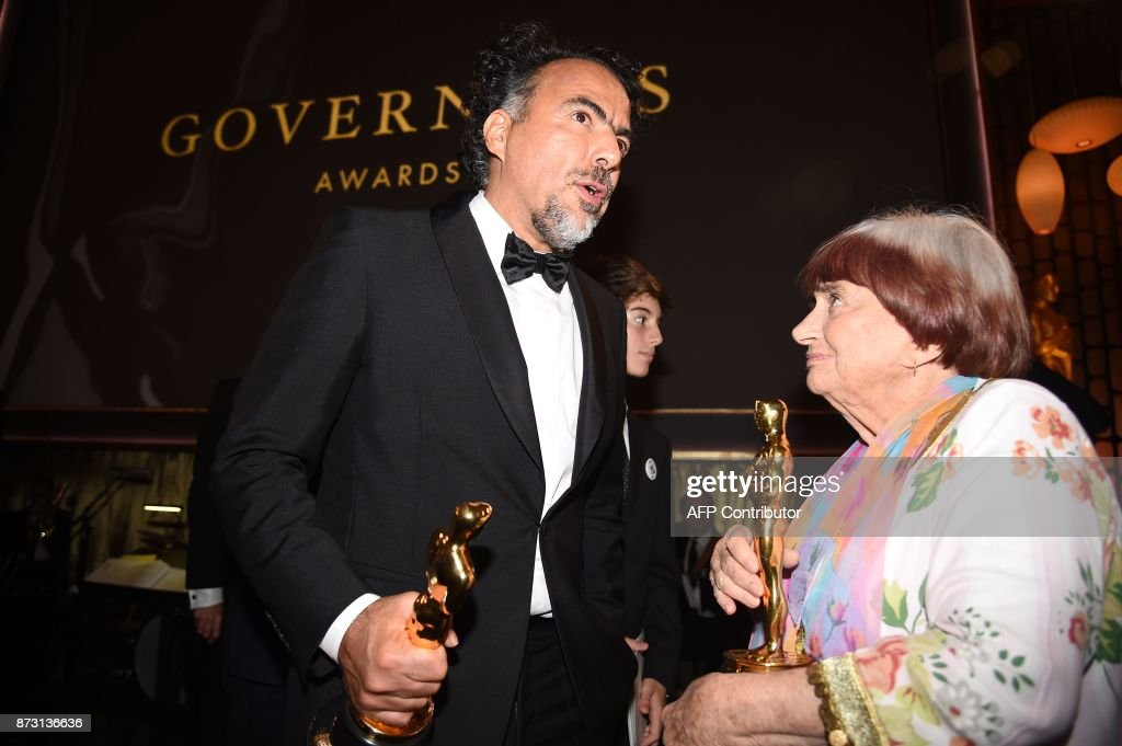 Honorees Mexican director Alejandro G. Inarritu (L) and French filmmaker Agnes Varda chat at the 9th Annual Governors Awards gala hosted by the Academy of Motion Picture Arts and Sciences at the Hollywood & Highland Center in Hollywood, California on November 11, 2017. / AFP PHOTO / Robyn Beck
