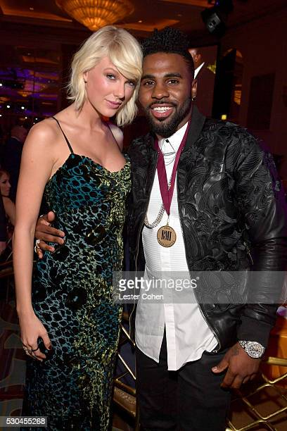 Honorees Taylor Swift and Jason Derulo attend The 64th Annual BMI Pop Awards honoring Taylor Swift and songwriting duo Mann Weil at the Beverly...