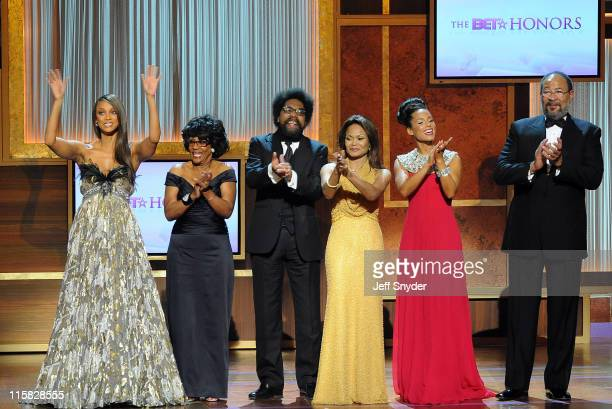 Honorees Tyra Banks Cong Maxine Waters Dr Cornel West Janice Bryant Howroyd Alicia Keys and Richard Parsons take a bow at the BET Honors held at the...
