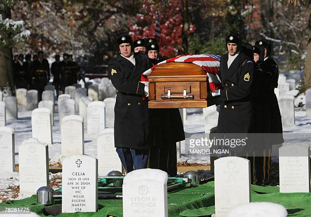 Honour guards carry the flagdraped casket containing the remains of Army 1st Lt Dixie Parker of Green Pond Alabama 06 December 2007 during a funeral...