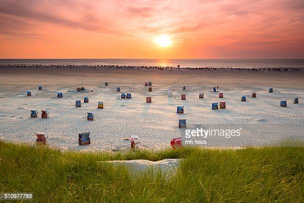 hooded Beachchair bei Sonnenuntergang