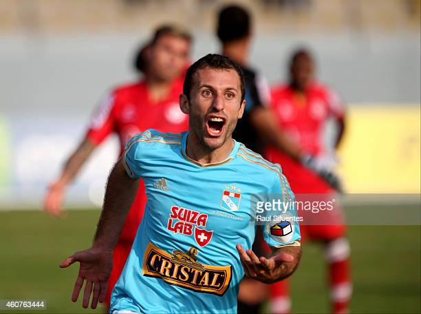 Horacio Calcaterra of Sporting Cristal celebrates after scoring the second goal of his team against Juan Aurich during a final match between Sporting...