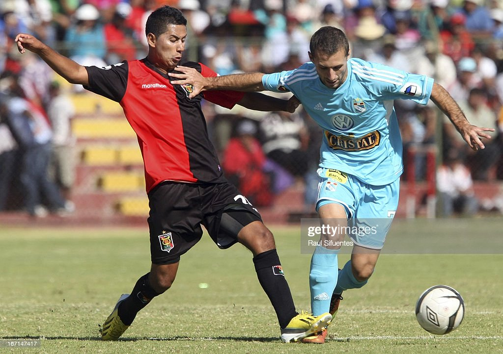 Horacio Calcaterra (R) of Sporting Cristal fights for the ball with Edson Aubert (L) of Melgar FC during a match between Sporting Cristal and Melgar FC as part of the Torneo Descentralizado 2013 at the Mariano Melgar Stadium on April 21, 2013 in Arequipa, Peru.