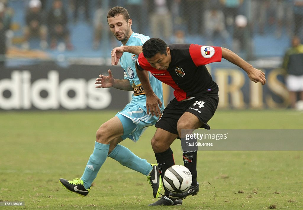 Horacio Calcaterra (L) of Sporting Cristal fights for the ball with <a gi-track='captionPersonalityLinkClicked' href=/galleries/search?phrase=Ysrael+Zuniga&family=editorial&specificpeople=3473174 ng-click='$event.stopPropagation()'>Ysrael Zuniga</a> (R) of Melgar FC during a match between Sporting Cristal and Melgar FC as part of the Torneo Descentralizado 2013 at Alberto Gallardo Stadium on July 14, 2013 in Lima, Peru.