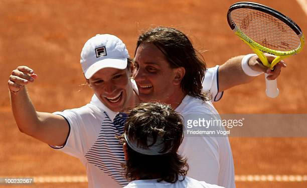 Horacio Zeballos of Argentina celebrates with his team after winning his final match against Robby Ginepri of USA during day seven of the ARAG World...