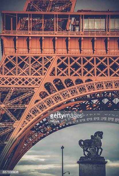 Horse-Denkmal an der Eiffelturm Turm