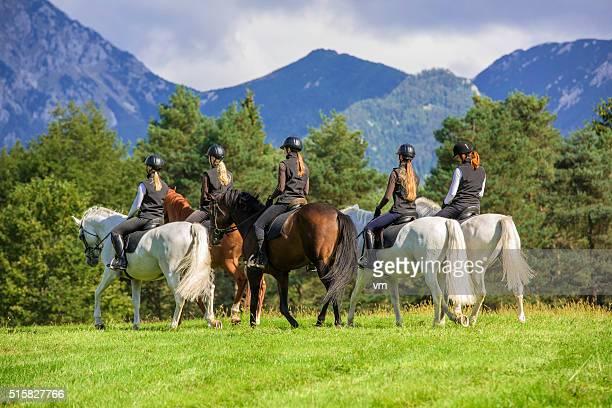 À cheval dans la campagne