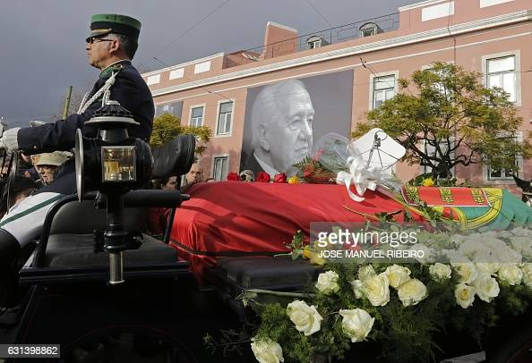 A horsedrawn carriage carries the remains of former Socialist Party leader and former president Mario Soares past the Socialist Party headquarters in...