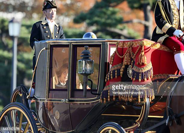 A horsedrawn carriage carrying US ambassador to Japan Caroline Kennedy arrives for presenting her credentials to the Emperor at the Imperial Palace...