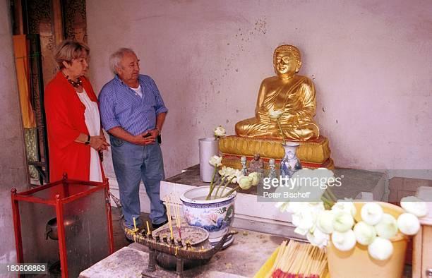 Horst Bollmann Ehefrau Hetty Jockenhöfer am Rande der Dreharbeiten zum ZDFFilm 'SingapurExpress Geheimnis einer Liebe' Bangkok Thailand Asien 'Wat...
